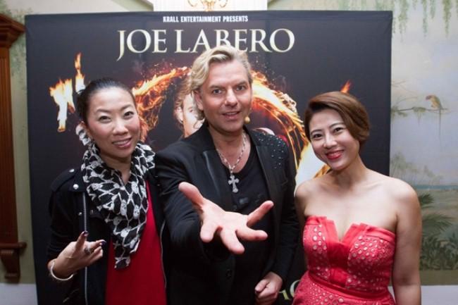WTFSG_joe-labero-a-night-of-magic-raffles-hotel_Patricia-Mok_Joe-Labero_Cynthia-Koh
