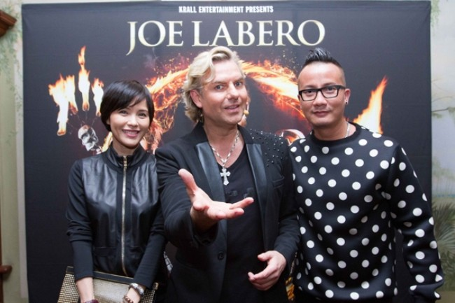 WTFSG_joe-labero-a-night-of-magic-raffles-hotel_Zoe-Tay_Joe-Labero_Chen-Han-Wei