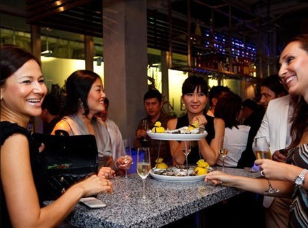 WTFSG_oyster-bar-singapore-marks-national-day-with-festive-twist_3