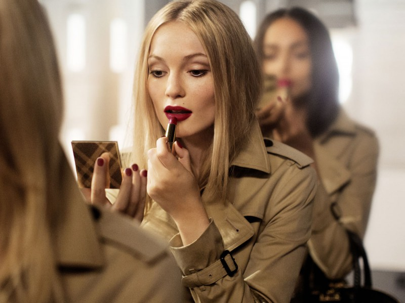 WTFSG_burberry-festive-beauty-2014_1