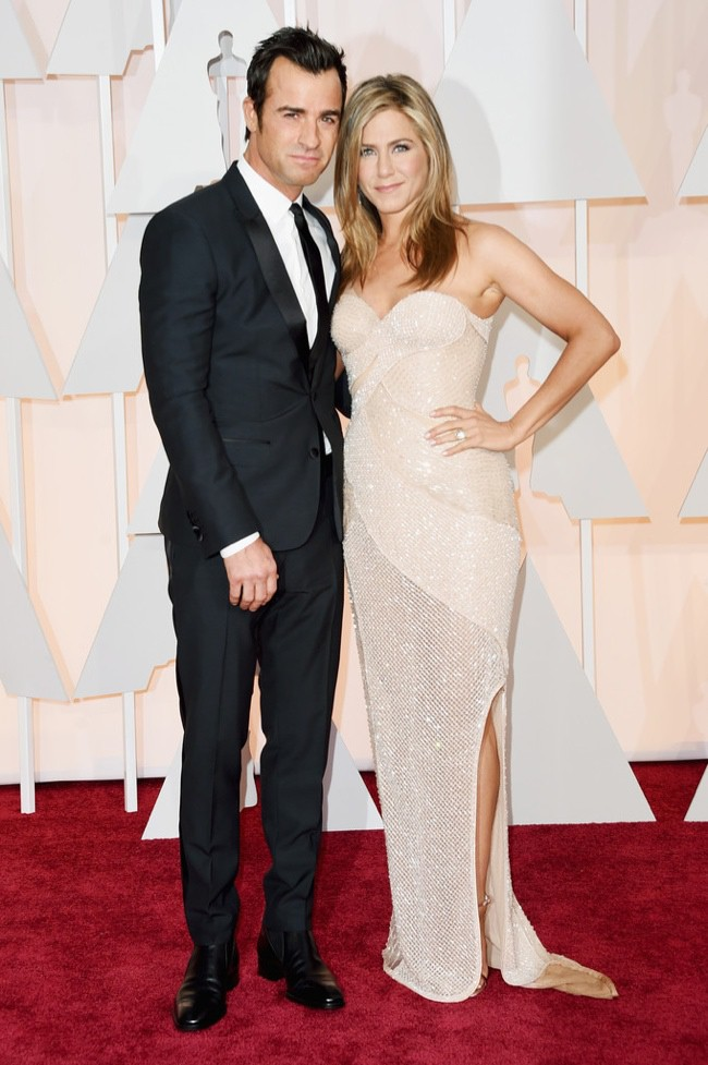 WTFSG_jennifer-aniston-versace-dress-oscars-2015