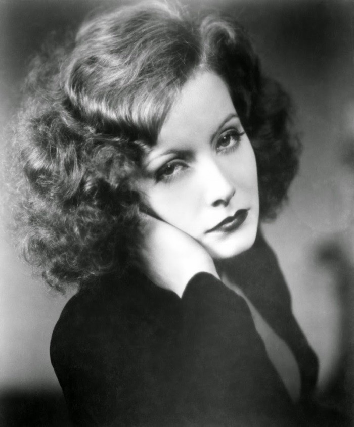 WTFSG_1920s-hairstyles-short-curly-bobs-updos_Greta-Garbo