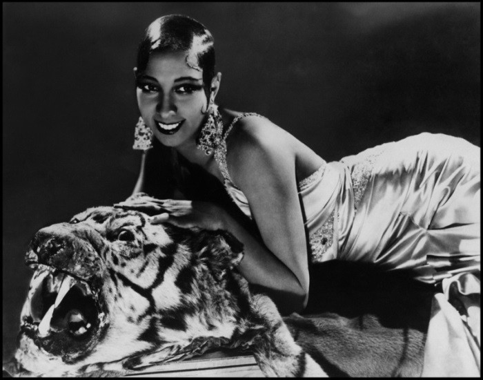 WTFSG_1920s-hairstyles-short-curly-bobs-updos_Josephine-Baker