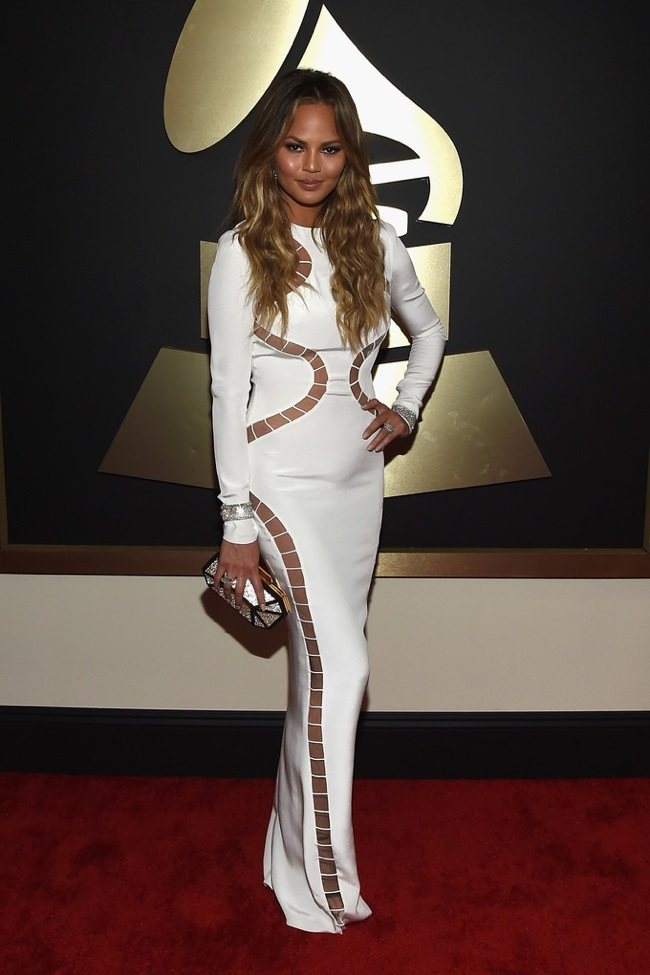 WTFSG_2015-grammy-awards-red-carpet-style_Chrissy-Teigen