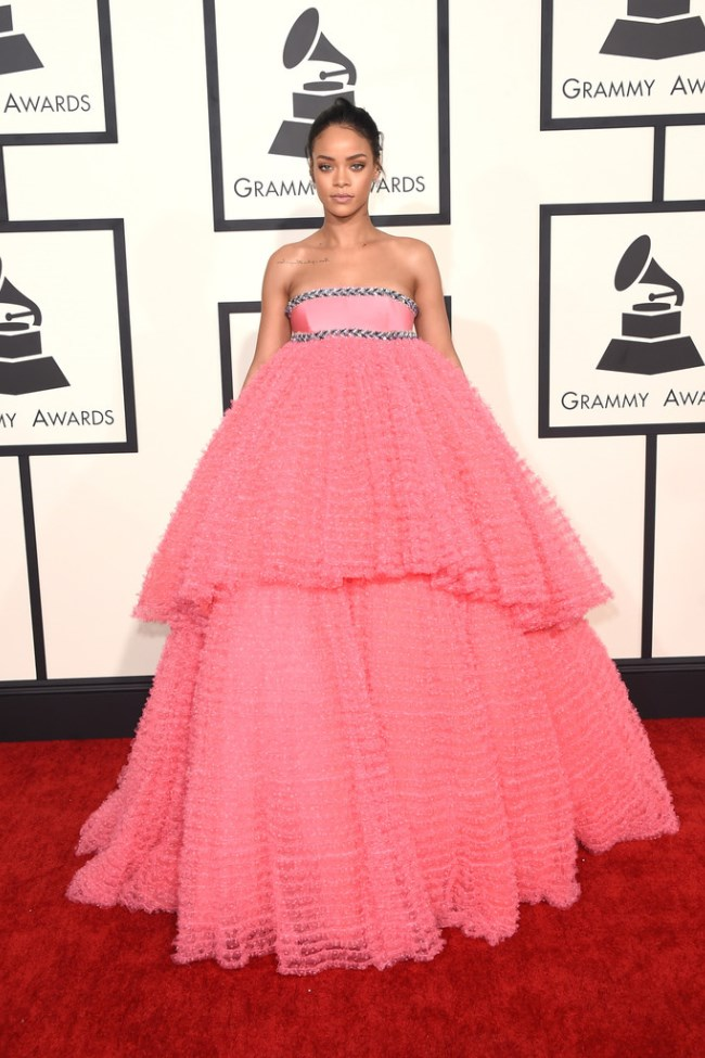 WTFSG_2015-grammy-awards-red-carpet-style_Rihanna
