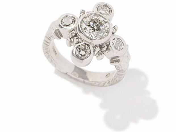 WTFSG_auctionata_Loree-Rodkin-Ring-Platinum-Diamonds