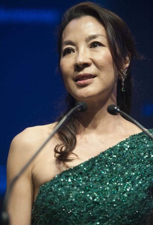 WTFSG_harry-winston-presenting-sponsor-amfar-hk-gala_Michelle-Yeoh