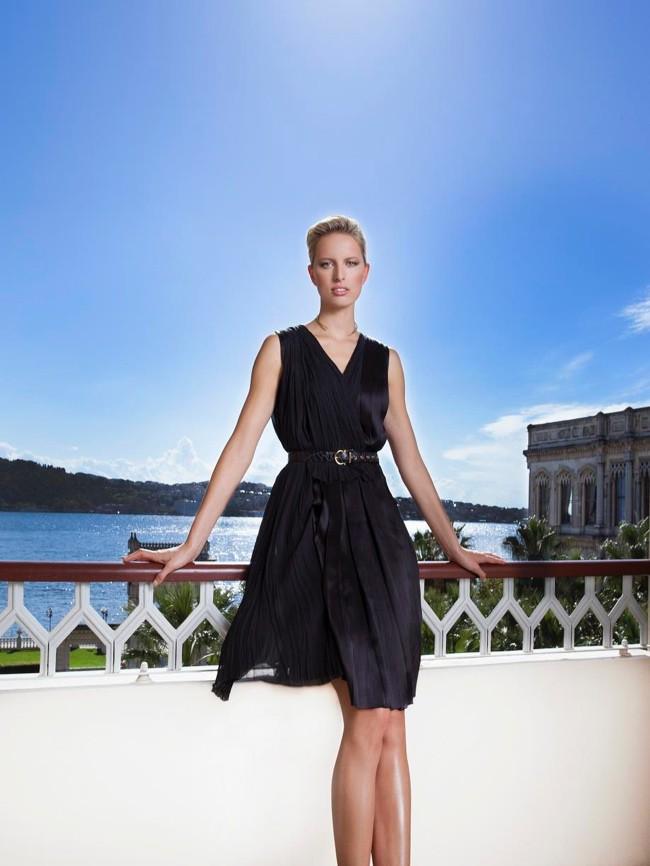 WTFSG_karolina-kurkova-salvatore-ferragamo-black-dress_1