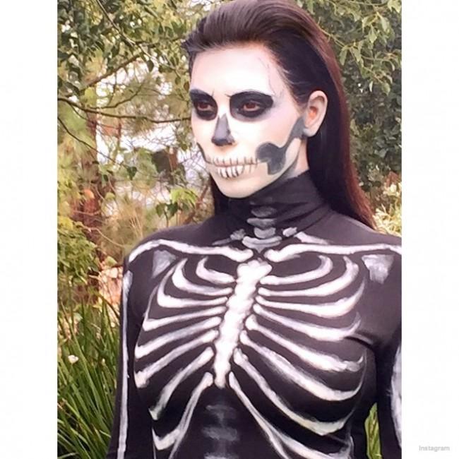 WTFSG_kim-kardashian-skeleton-halloween