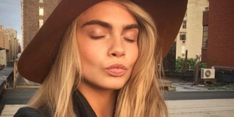 WTFSG_cara-delevingne-pout-kiss