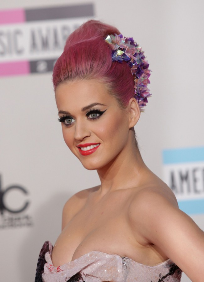 WTFSG_celebrities-stars-with-pink-hair_katy-perry