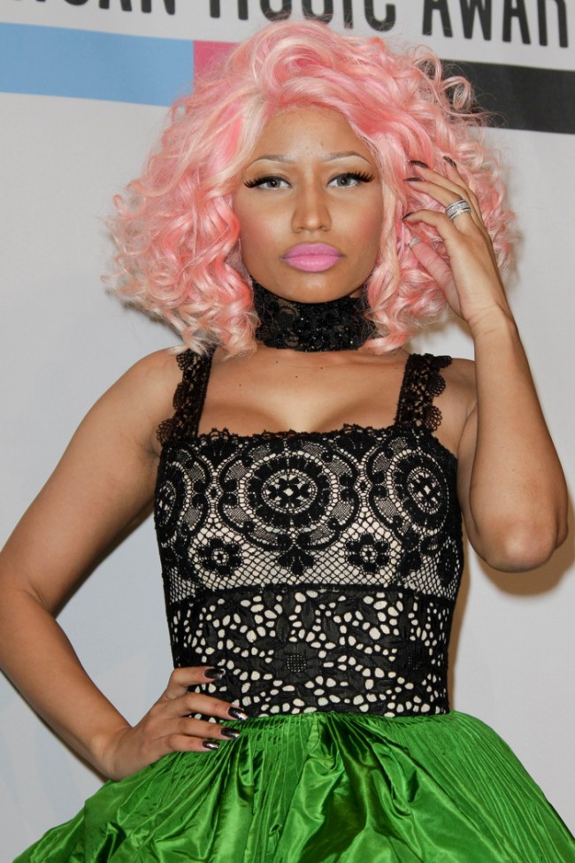 WTFSG_celebrities-stars-with-pink-hair_nicki-minaj