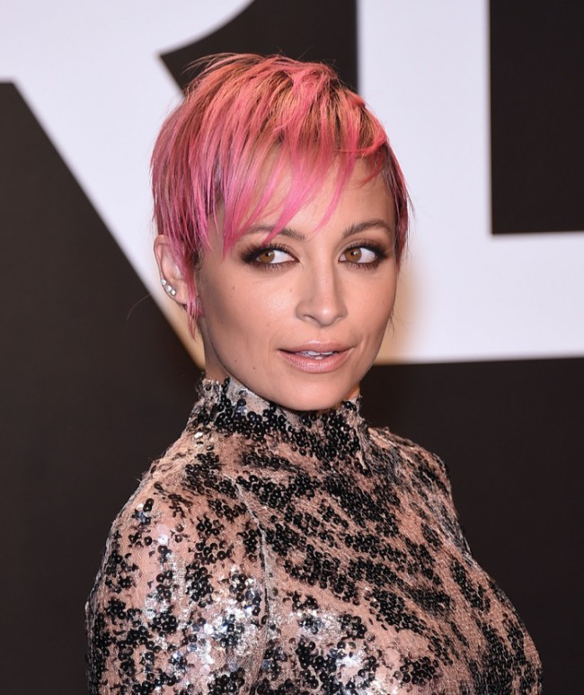 WTFSG_celebrities-stars-with-pink-hair_nicole-richie