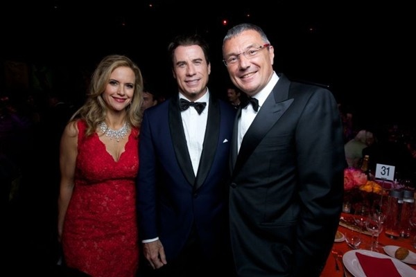 WTFSG_cinema-against-aids-cannes-gala-2014_Kelly-Preston_John-Travolta_Jean-Christophe-Babin
