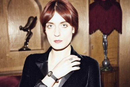WTFSG_florence-welch-dons-piaget-in-new-music-video-shake-it-out