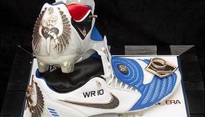 WTFSG_gem-studded-football-boots-sell-623000_2