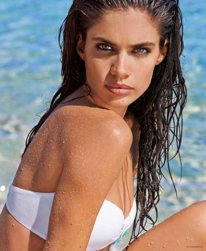 WTFSG_sara-sampaio-calzedonia-swimsuit-2015-bikini_3