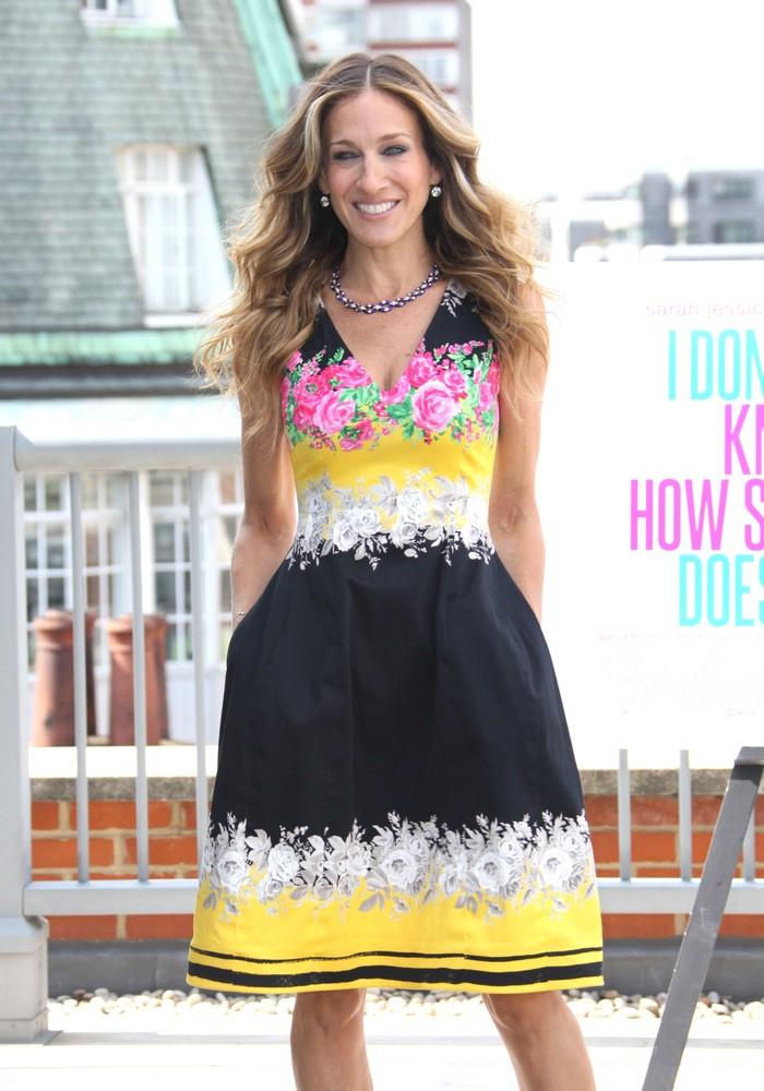 WTFSG_sarah-jessica-parker-prabal-gurung-color-blocked-floral-dress