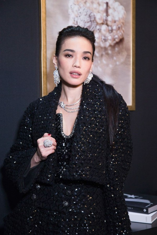 WTFSG_shu-qi_chanel_sous-le-signe-du-lion-fine-jewelry-exhibition_2