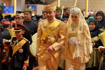 WTFSG_sultan-of-brunei-son-marries-in-gold-studded-glory_1