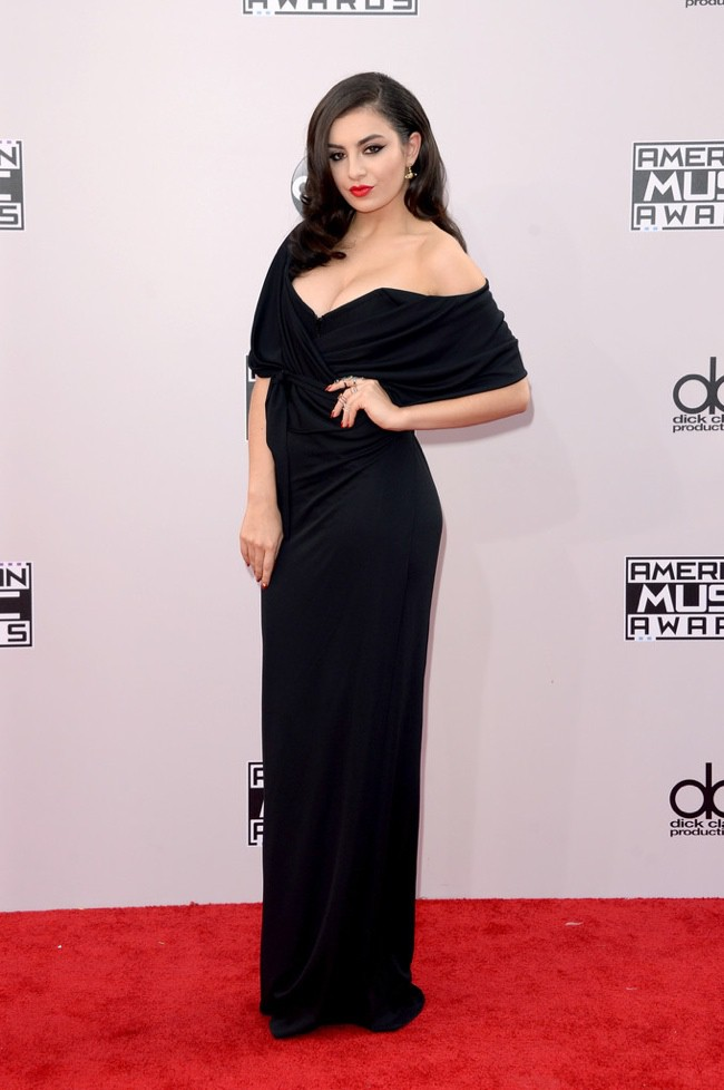 WTFSG_2014-american-music-awards-red-carpet_charli-xcx-vivienne-westwood