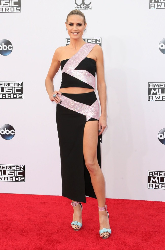WTFSG_2014-american-music-awards-red-carpet_heidi-klum-versace
