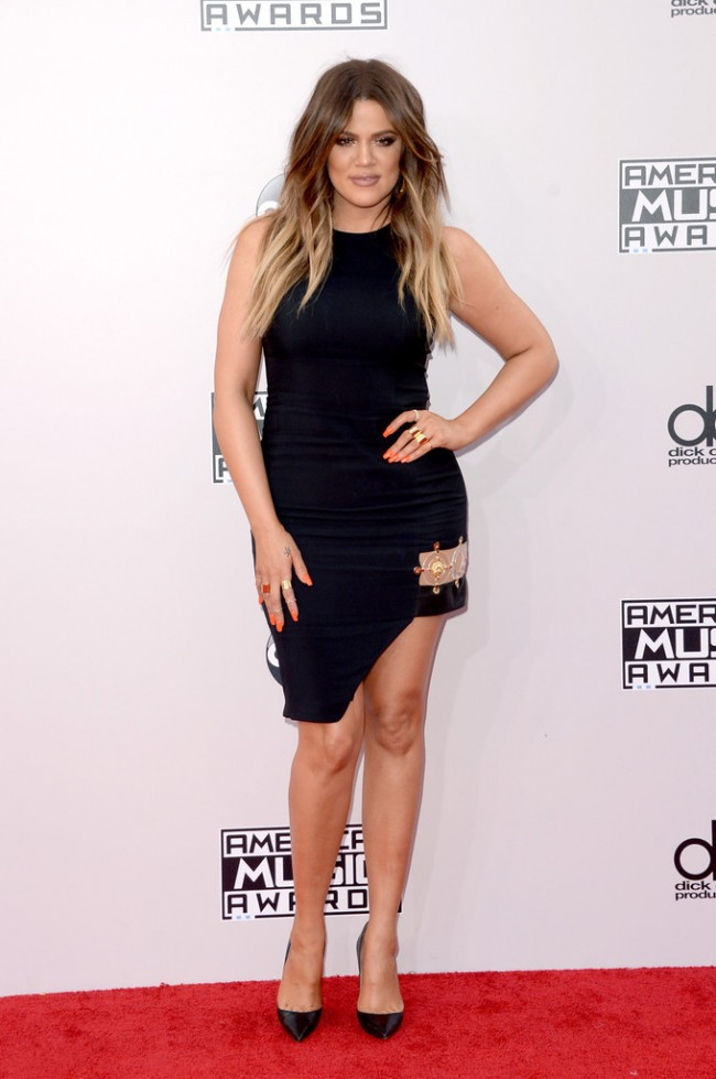 WTFSG_2014-american-music-awards-red-carpet_khloe-kardashian-Versus-Versace