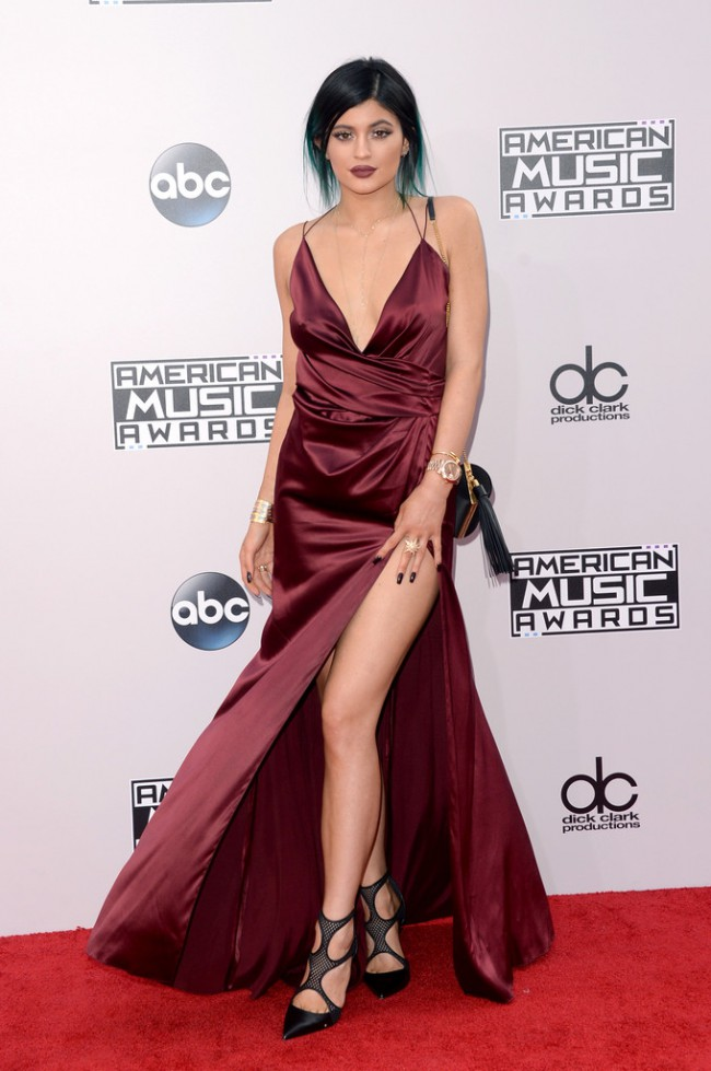 WTFSG_2014-american-music-awards-red-carpet_kylie-jenner-alexandre-vauthier