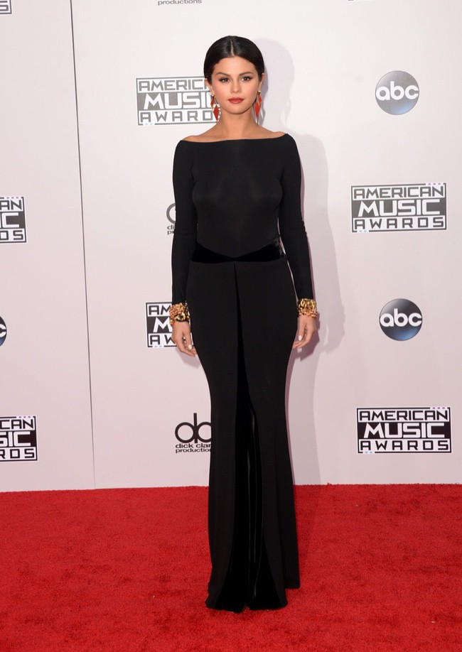 WTFSG_2014-american-music-awards-red-carpet_selena-gomez-armani-prive