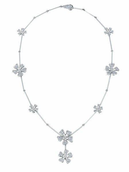 WTFSG_de-beers_Wildflowers-Drop-Necklace
