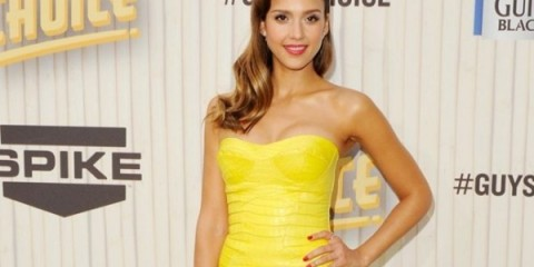 WTFSG_jessica-alba-attends-guys-choice-awards-looking-foxy-versace