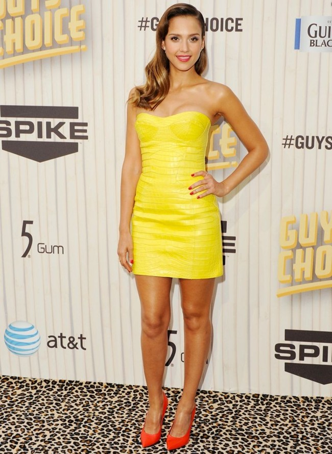 WTFSG_jessica-alba-attends-guys-choice-awards-looking-foxy-versace_1