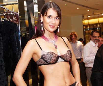 WTFSG_la-perla-scavia-jewelry-on-the-body-singapore_1