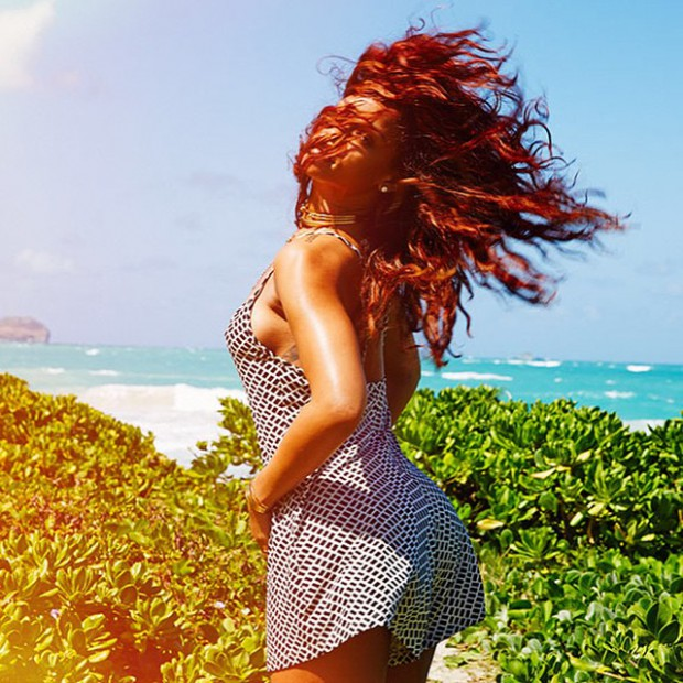 WTFSG_rihanna-hawaiian-vacation-outfits_4
