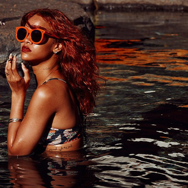 WTFSG_rihanna-hawaiian-vacation-outfits_6