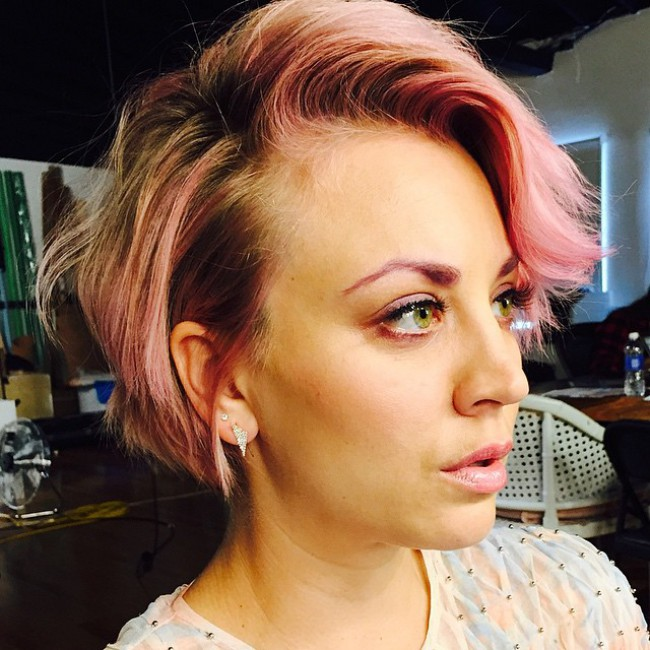WTFSG_Kaley-Cuoco-Pink-Eyebrows_3