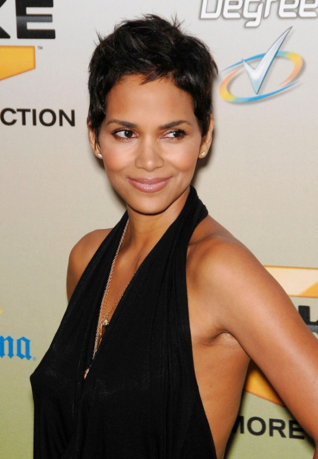 WTFSG_celebrity-pixie-haircut_halle-berry