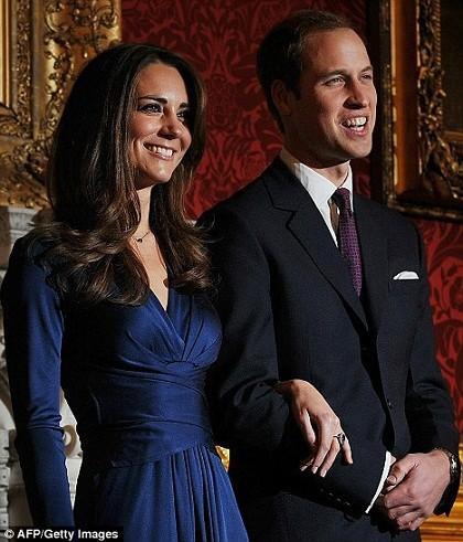 WTFSG_gold-invitations-royal-wedding_2