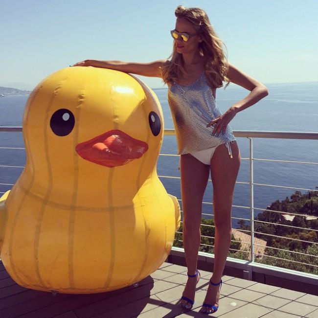 WTFSG_natasha-poly-loreal-paris_Bikini-Cannes