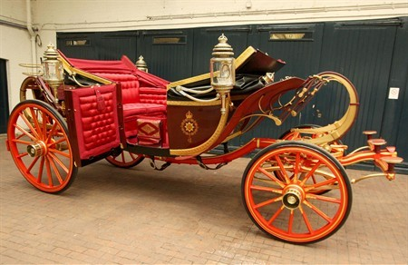 WTFSG_wedding-carriages-of-kate-and-william-unveiled_1