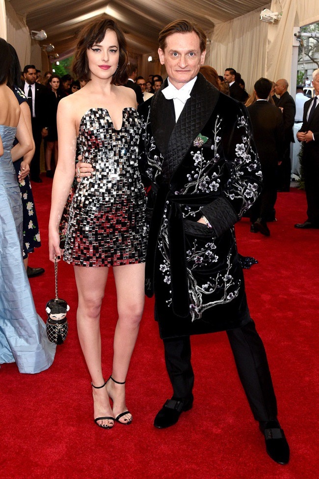 WTFSG_2015-met-gala-red-carpet-style_dakota-johnson