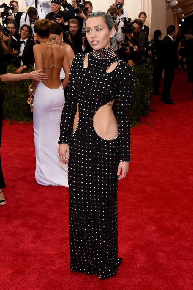 WTFSG_2015-met-gala-red-carpet-style_miley-cyrus