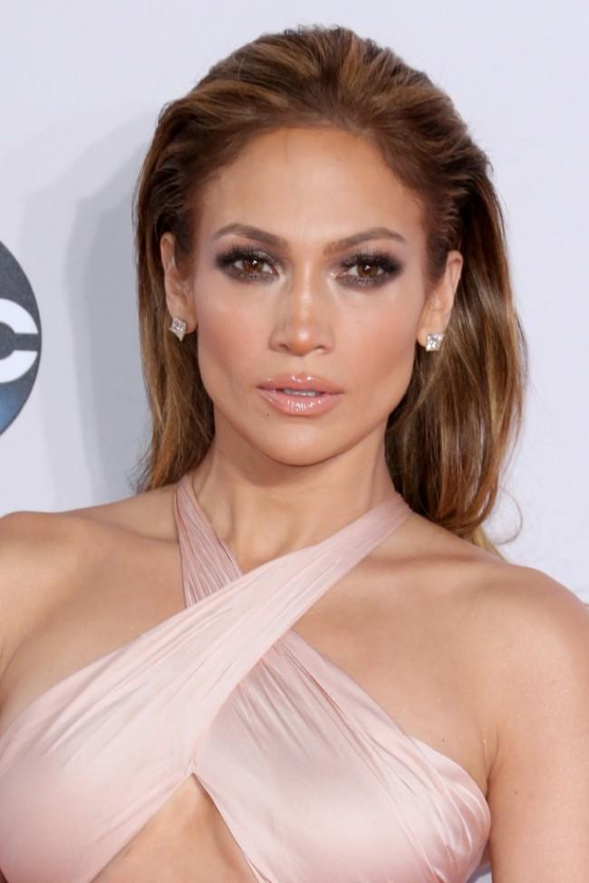 WTFSG_Jennifer-Lopez-Slicked-Back-Bronde-Hairstyle