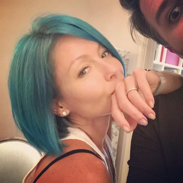 WTFSG_Kelly-Ripa-Blue-Hair-2015_1