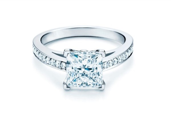 WTFSG_guide-how-to-buy-a-diamond-engagement-ring_Tiffany-Co_Novo-ring