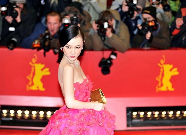 WTFSG_huo-siyan-headlines-stars-clad-in-van-cleef-arpels_2