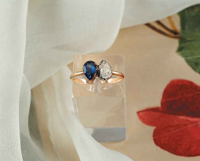 WTFSG_napoleon-and-josephine-engagement-ring-sells-for-us946000_1