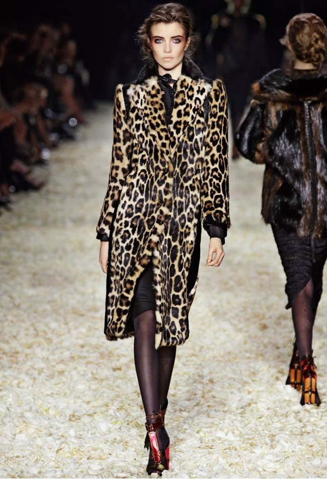 WTFSG_tom-ford-women-fall-winter-2015_5