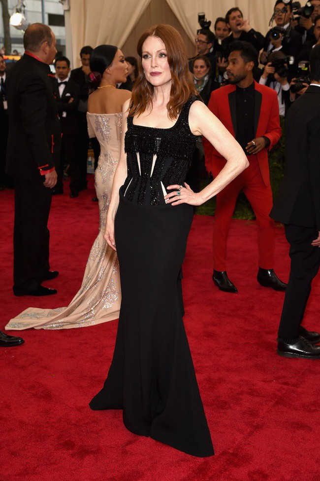 WTFSG_2015-met-gala-red-carpet-style_julianne-moore