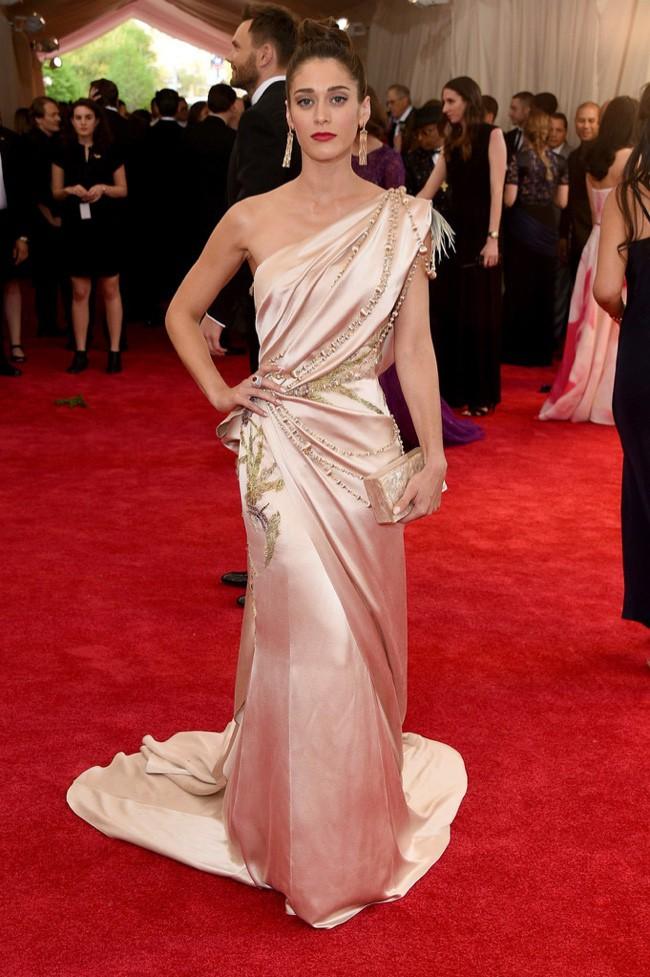 WTFSG_2015-met-gala-red-carpet-style_lizzy-caplan